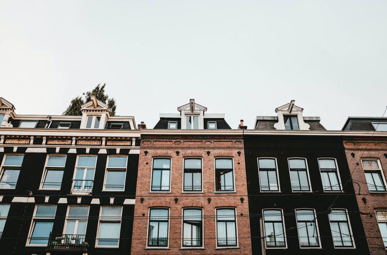 Afbeelding van Komen mensen met een modaal inkomen nog aan een huis?