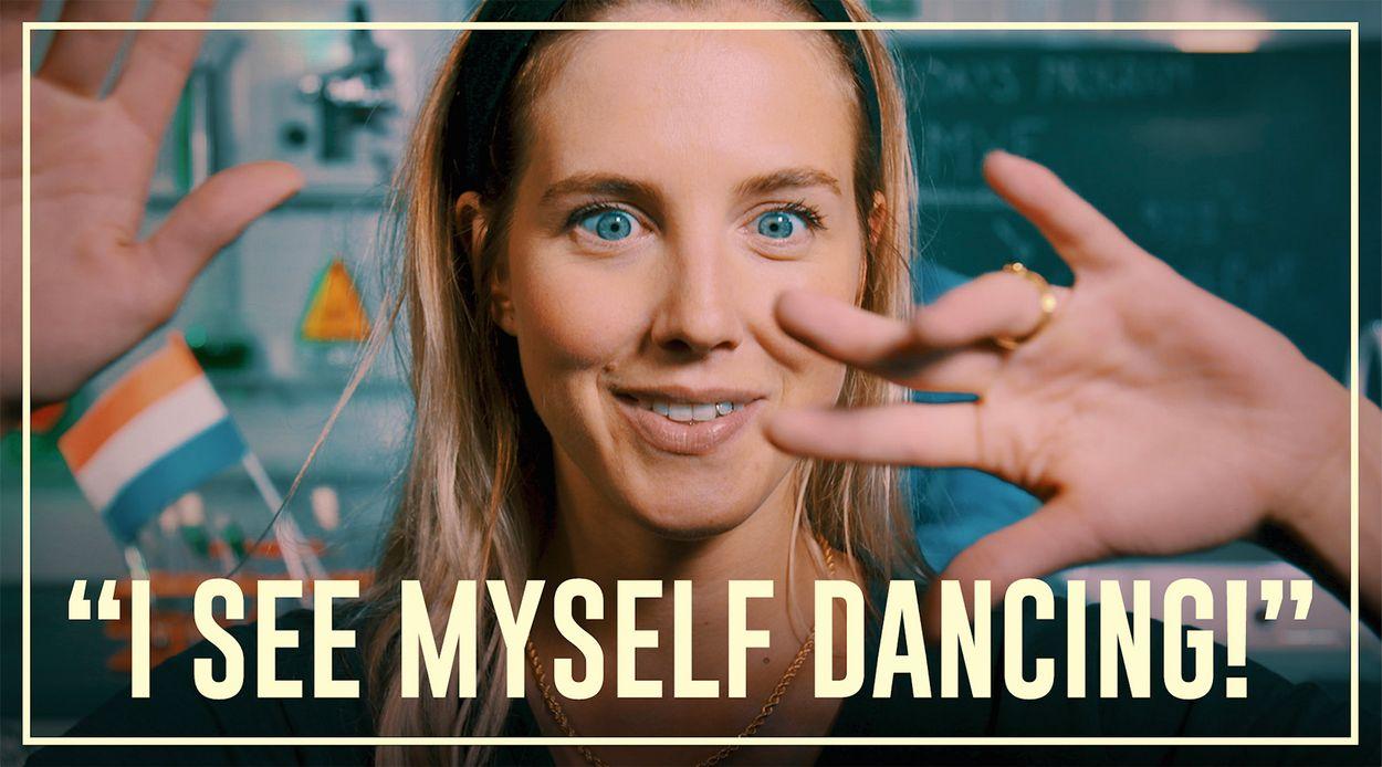 Afbeelding van Nellie ziet zichzelf dansen door MXE