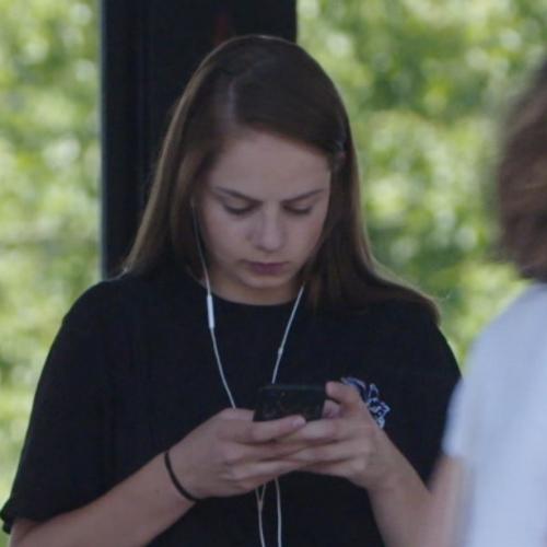 Afbeelding van Waarom grijpen we zo vaak naar onze telefoon?