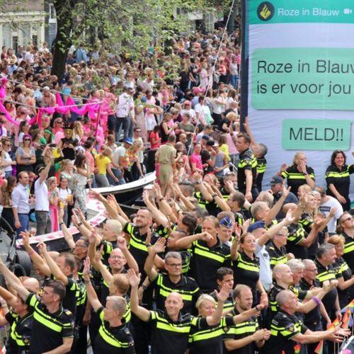 Afbeelding van Agenten Roze In Blauw strijden tegen discriminatie LHBTI'ers