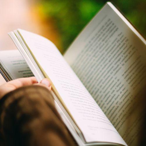 Afbeelding van Is het erg dat jongeren minder boeken lezen?